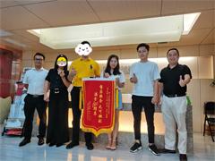 南宁新利18全站公司推荐:业主亲自送锦旗,星艺装饰有保障